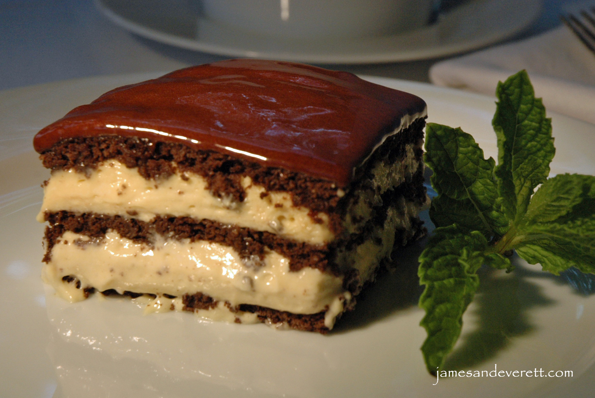 Images Of Chocolate Eclair Cake : No-bake Peanut Butter Chocolate Eclair Cake What s Cooking