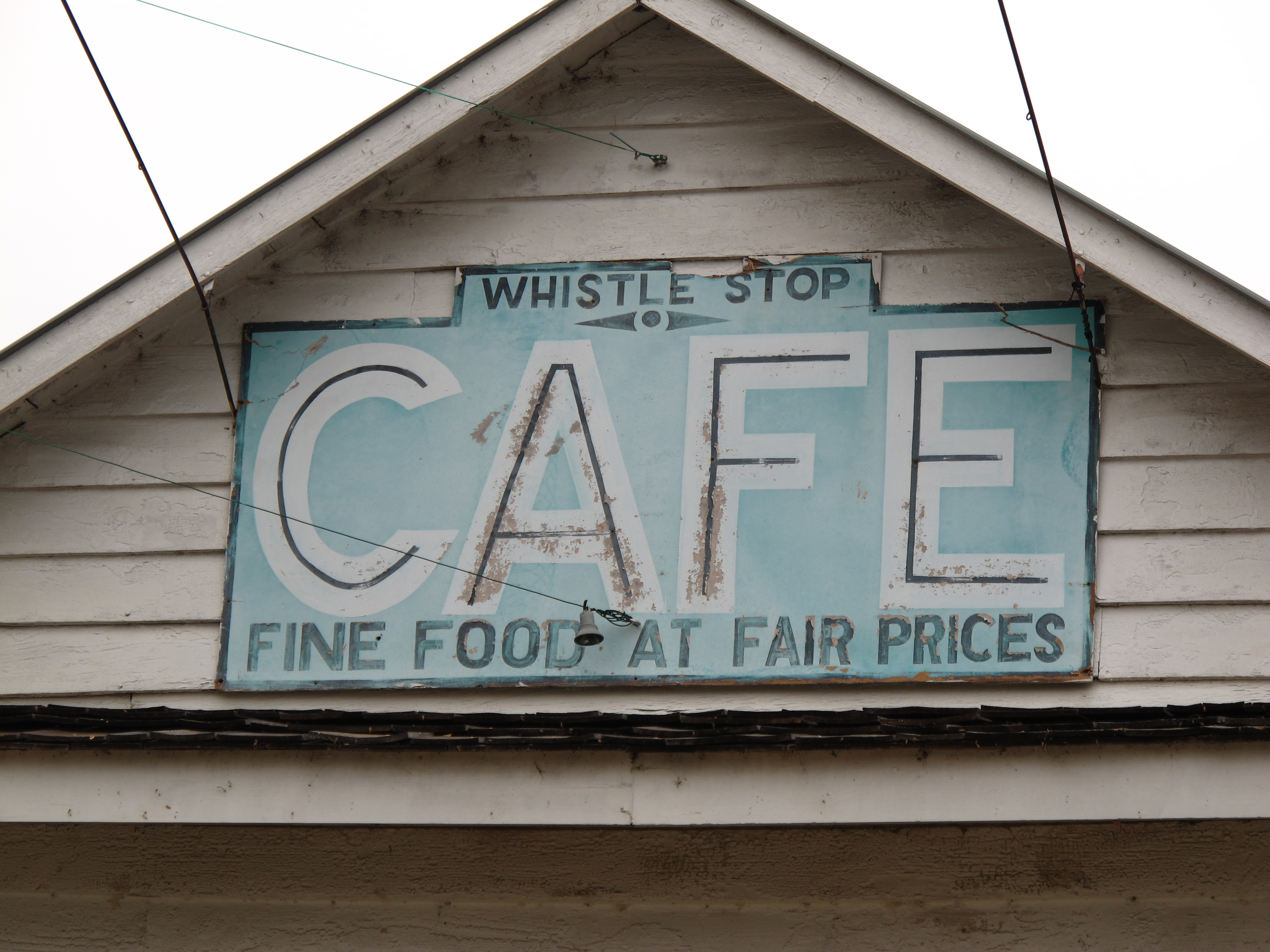 fried green tomatos essay A comparative analysis of the book fried green tomatoes at the whistle stop cafe by fannie flagg and its subsequent film version.